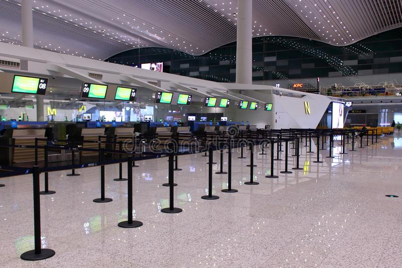 空的报到空间在机场 免版税库存图片