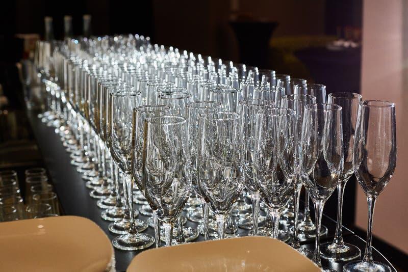 空的杯香槟软饮料、苏打和酒 库存图片