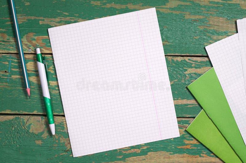 空的板料和学校笔记本 库存图片
