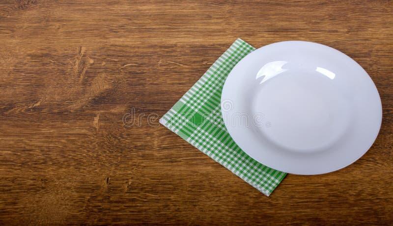 空的板材和餐巾 图库摄影