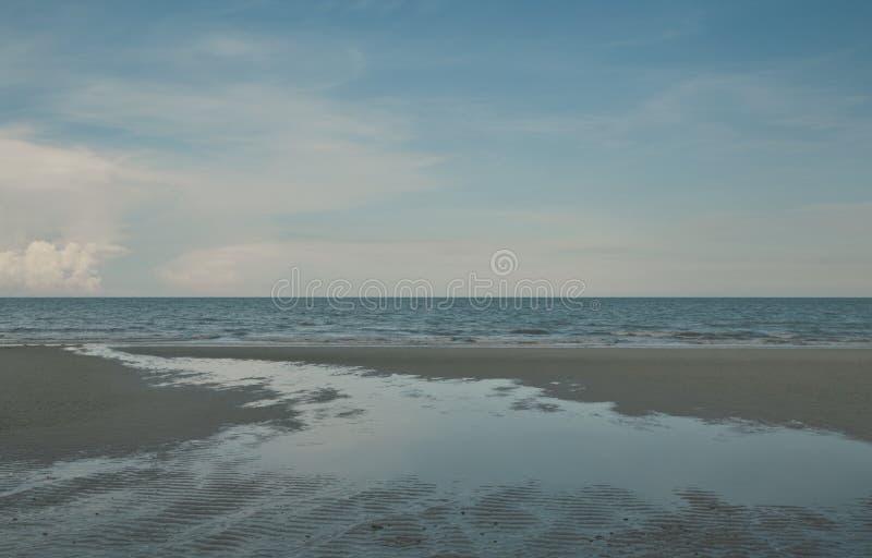 空的海滩、热带海和天空与拷贝空间,夏天holida 图库摄影