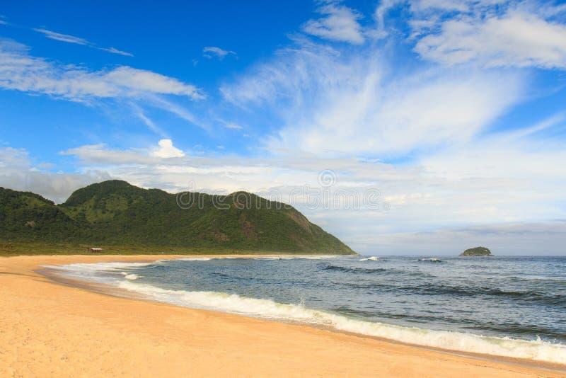 空的海滩Grumari,里约热内卢 免版税库存照片