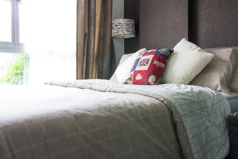 空的现代卧室内部 免版税库存图片