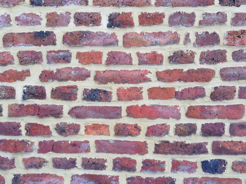 空的砖墙纹理 被绘的困厄的墙壁表面 脏的宽Brickwall 难看的东西红色阻碍背景 砖 库存照片