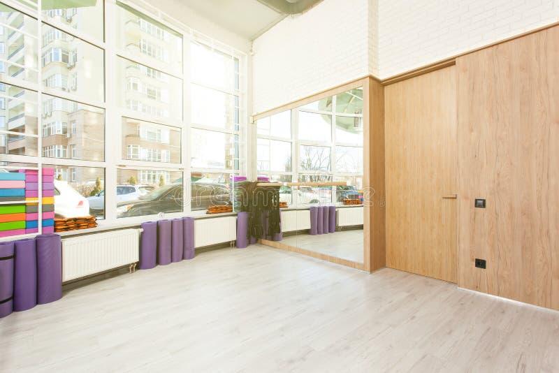 空的空间在健身俱乐部 图库摄影