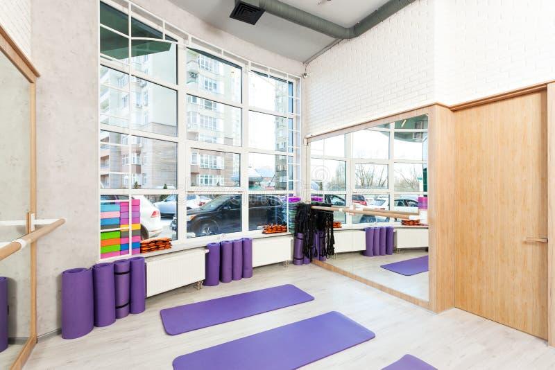 空的空间在健身俱乐部 免版税库存图片