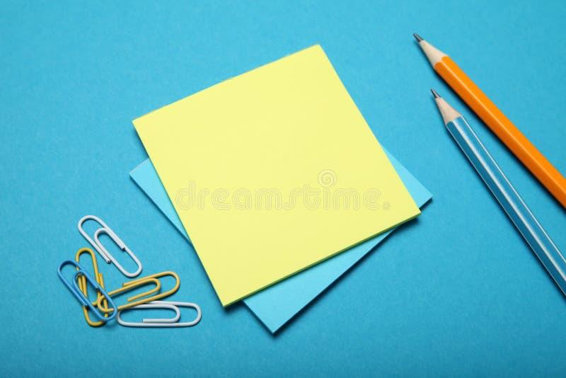 空的笔记薄背景,颜色工商业票据空白 图库摄影