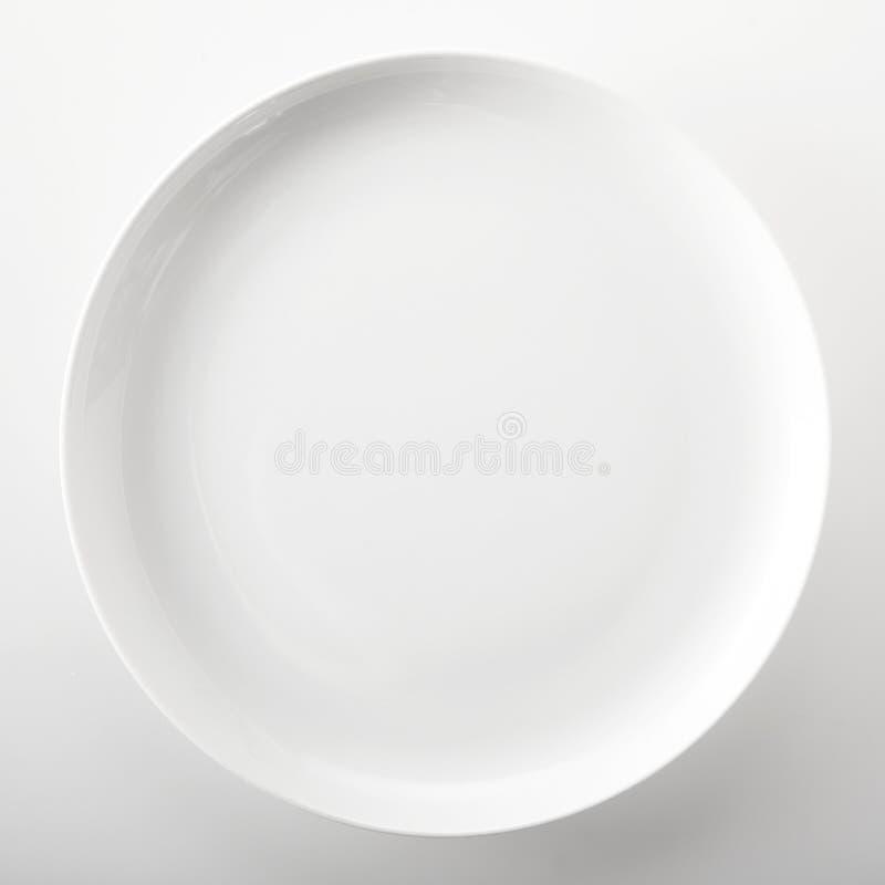 空的简单的白色普通菜盘 免版税库存图片