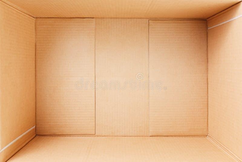 空的纸板箱,里面看法 在视图之上 免版税库存图片