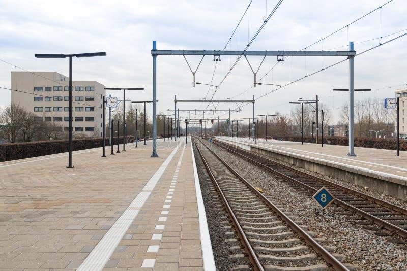 荷兰城市Almere的平台火车站 图库摄影