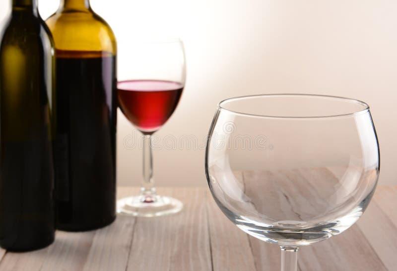 Download 空的葡萄酒杯静物画 库存照片. 图片 包括有 品尝, 液体, 葡萄酒杯, bothy, 生活, 特写镜头 - 59106904