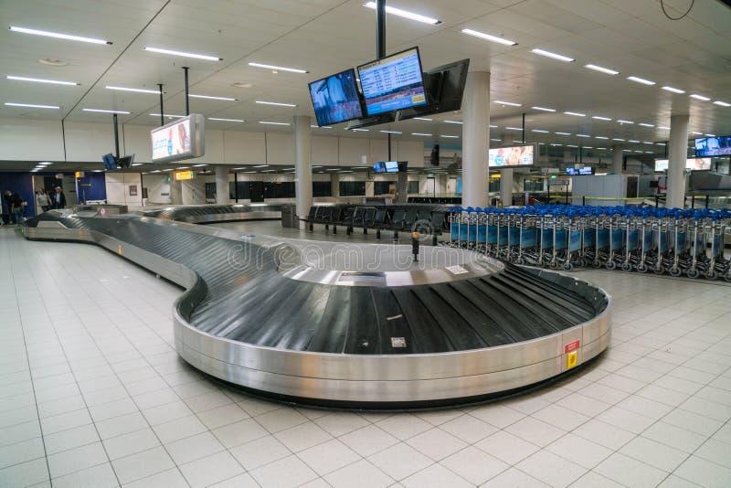 空的行李转盘在斯希普霍尔机场 免版税库存照片
