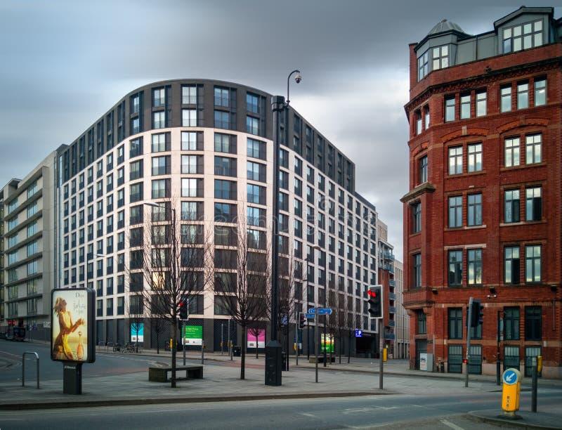 空的街道在曼彻斯特中心在早期的周末早晨 库存照片