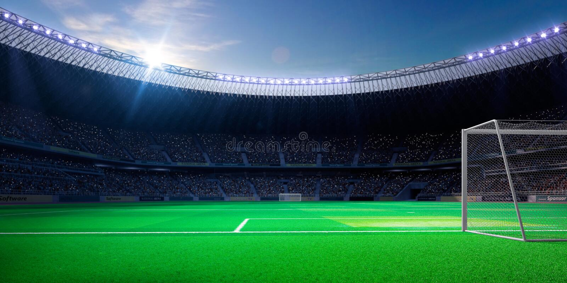 空的足球场在阳光下 库存图片
