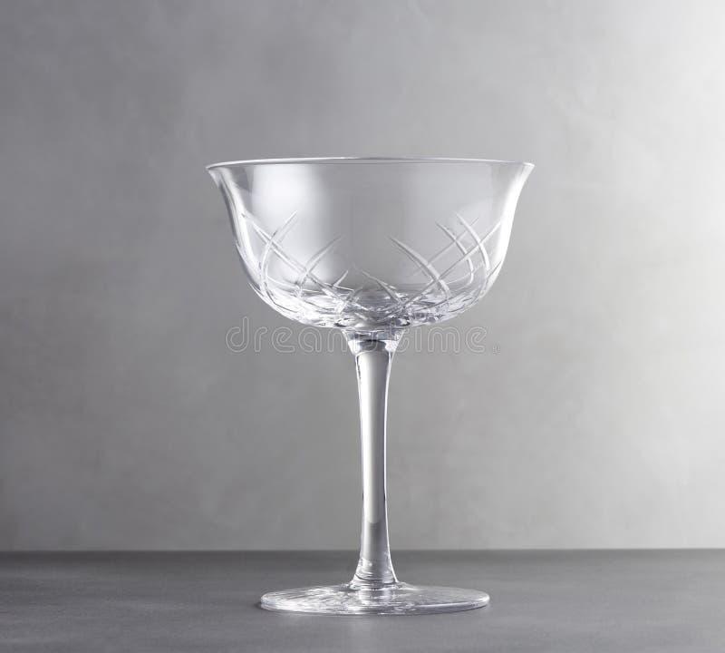 空的酒杯,一块空的透明玻璃的现实模板 免版税库存照片