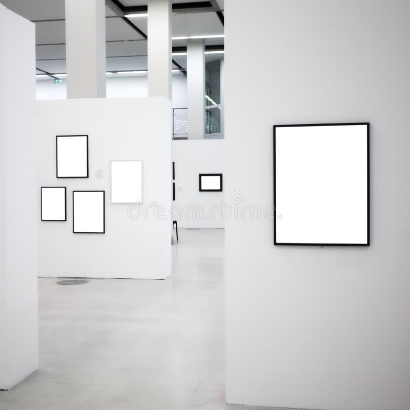 空的陈列构成空白许多的墙壁 免版税库存图片