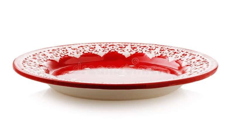 空的陶瓷板材红色,被隔绝的一张侧视图  免版税库存图片
