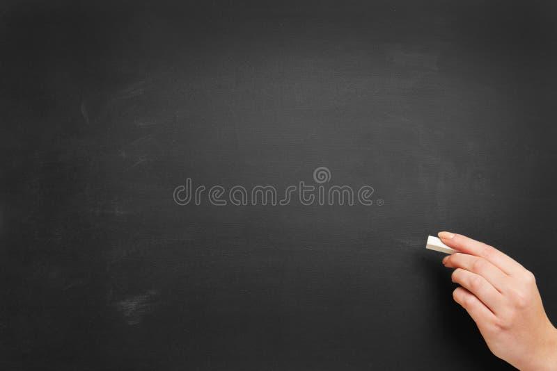 空的黑板用手和白垩 图库摄影