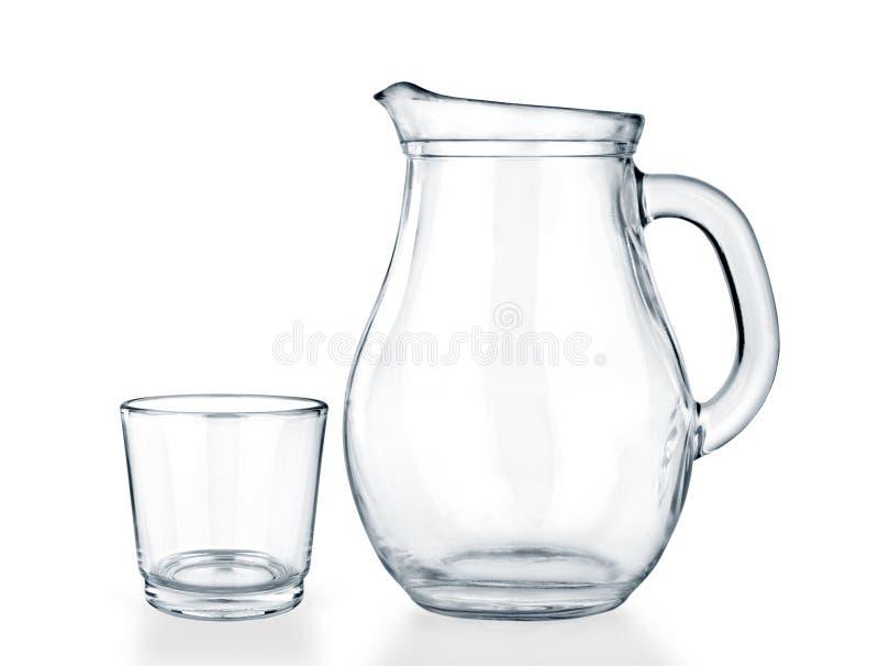 空的水罐和玻璃在白色 免版税库存照片