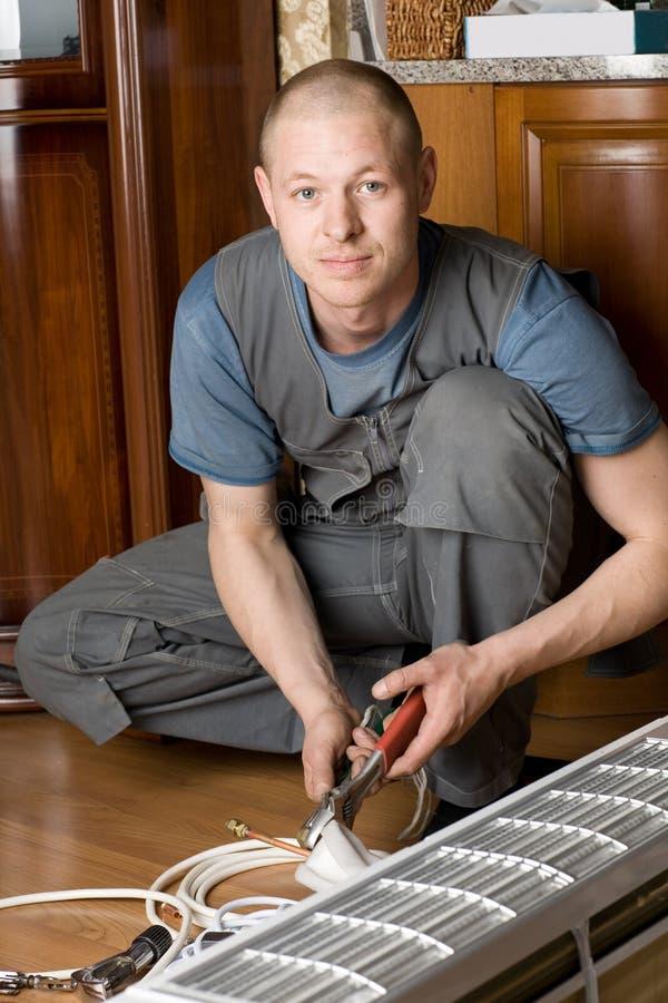 空调器安装新的技术人员 免版税图库摄影
