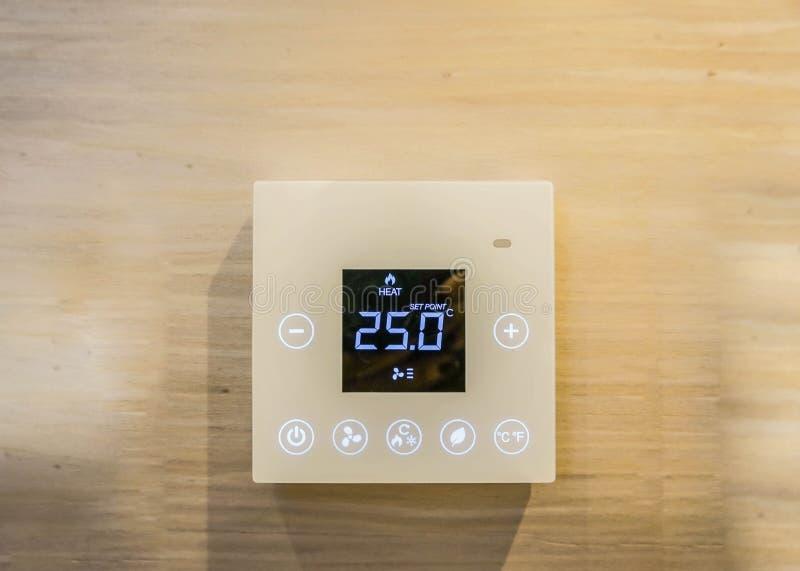 空调器设置机器在卧室 库存图片