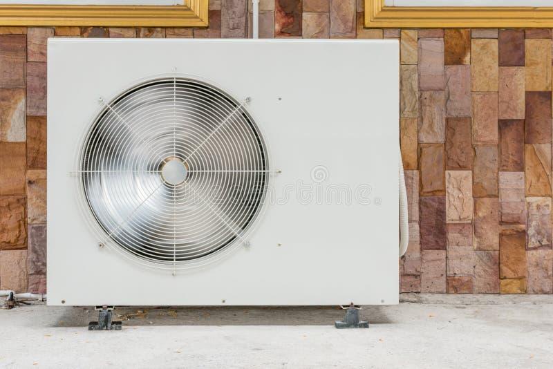 空调-室外空调特写镜头照片  免版税库存照片