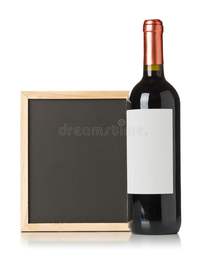空,空白,有红酒酒瓶的黑黑板在白色背景 图库摄影