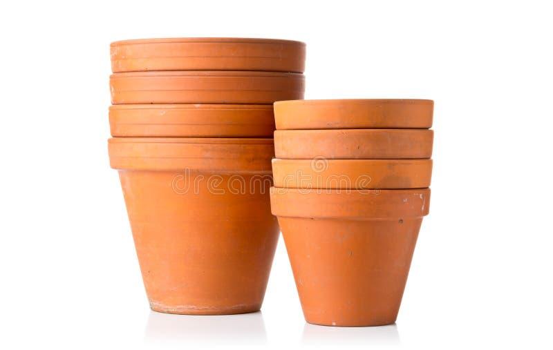 空,被堆积的,半新赤土陶器种植在丝毫的小组罐 免版税库存照片