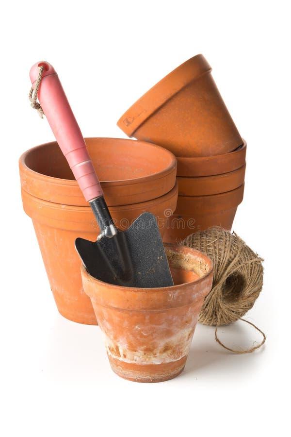 空,被堆积的,半新赤土陶器种植有加尔省的小组罐 免版税库存图片