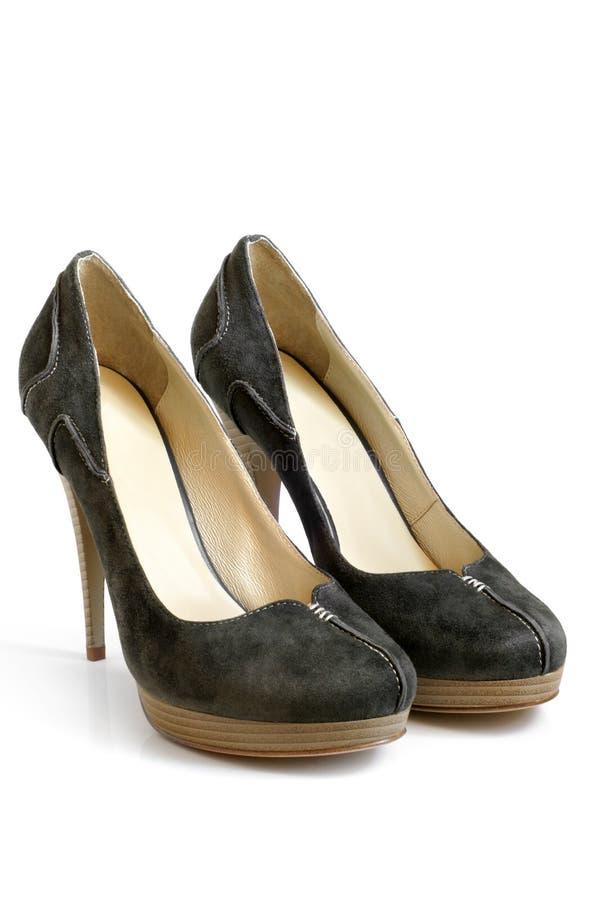 穿上鞋子绒面革妇女 免版税库存照片