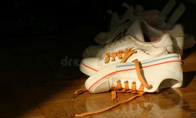穿上鞋子网球 库存照片