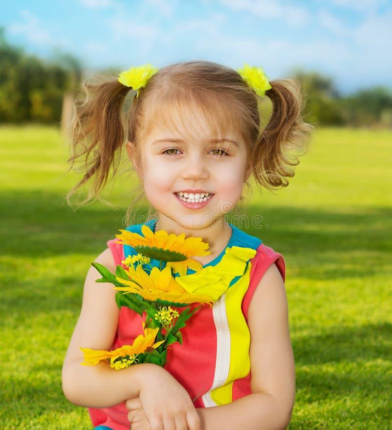 愉快的小女孩 免版税图库摄影