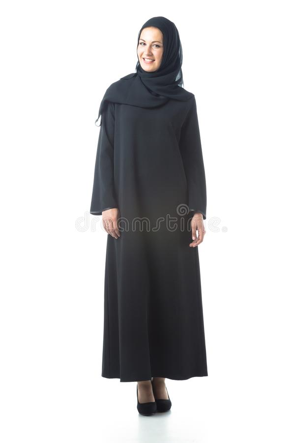 穿传统阿拉伯衣物的年轻女人 免版税图库摄影