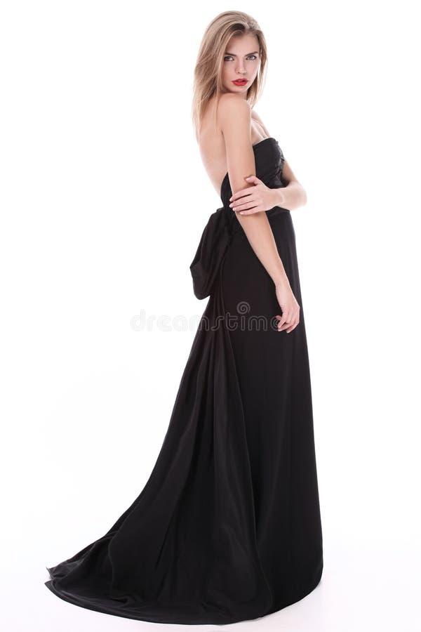 穿典雅的豪华晚礼服的一个迷人的少妇的演播室射击 免版税库存照片