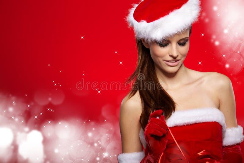 穿圣诞老人衣裳的女孩的画象 免版税图库摄影
