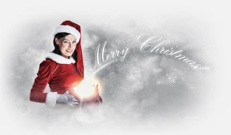 穿圣诞老人衣裳的女孩画象 免版税库存图片