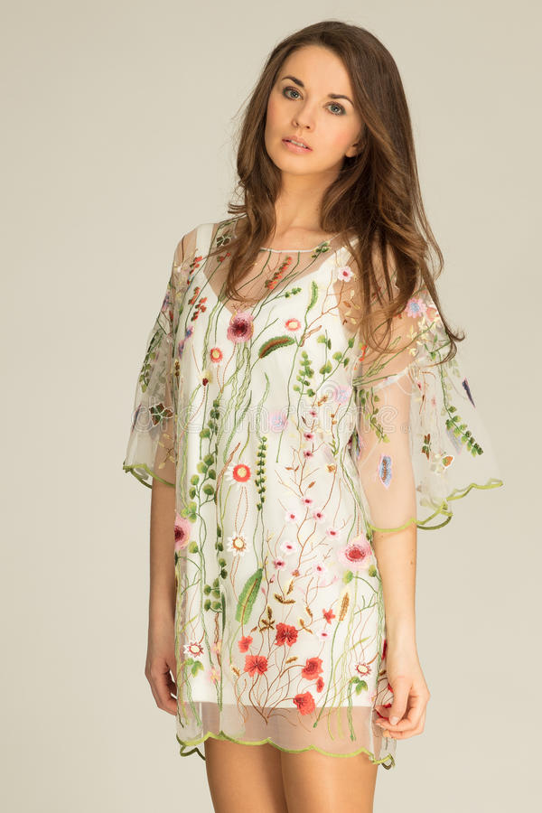 穿在春天样式的妇女礼服 免版税库存图片