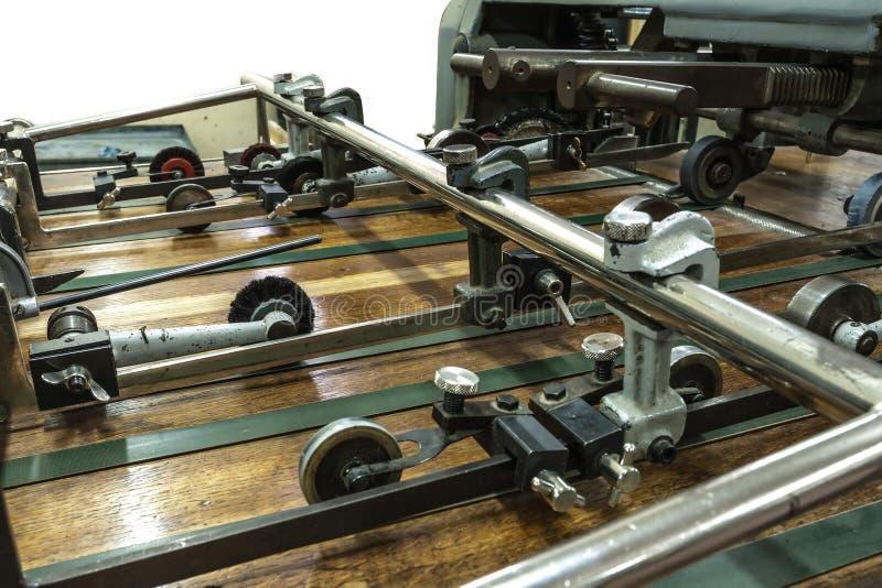 穿孔机器和印刷品卡片 免版税图库摄影