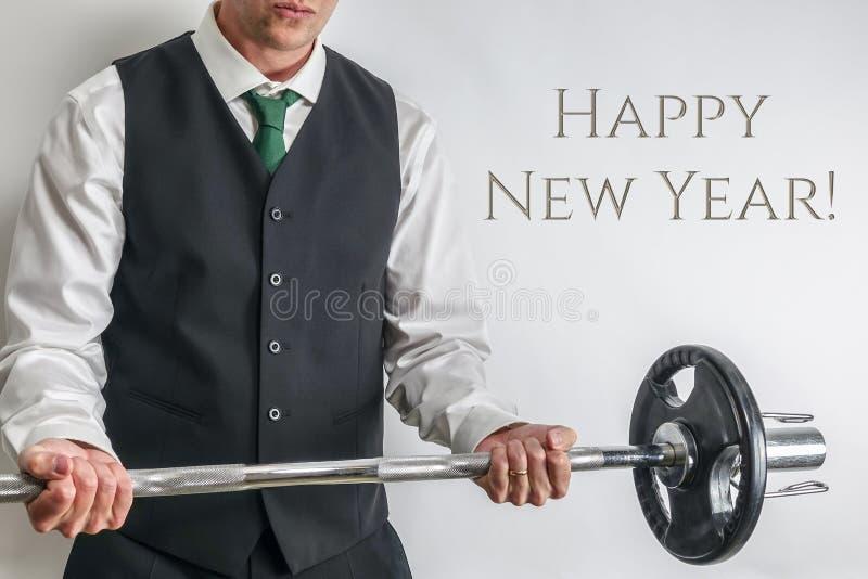 穿着体面的人执行的二头肌卷毛 新年决议和锻炼的概念 库存照片