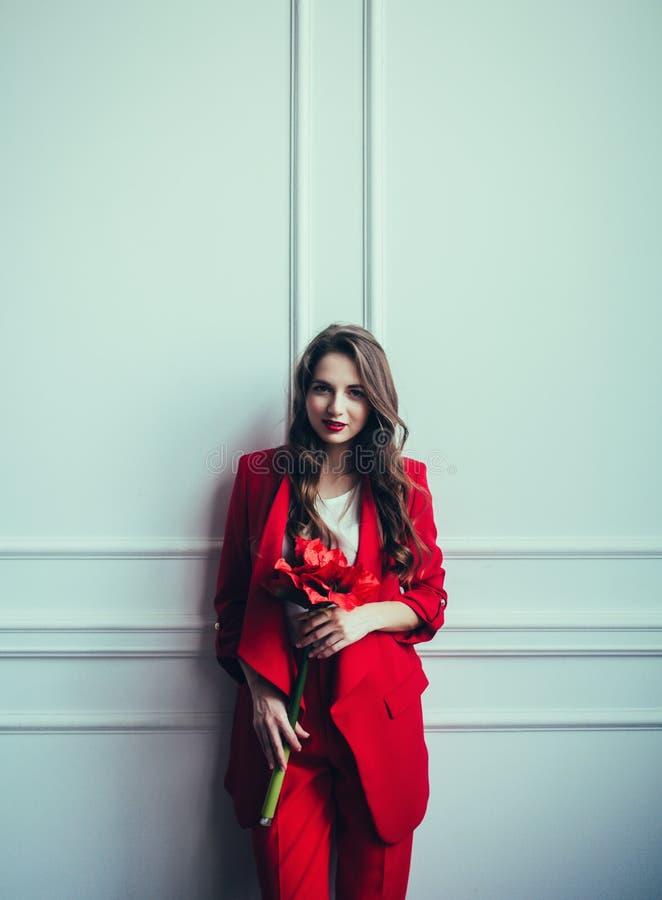 穿着红色衣服的女商人 库存图片
