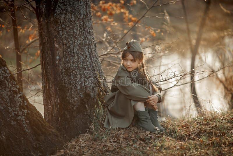 穿着苏联军装的小女孩肖像 库存照片