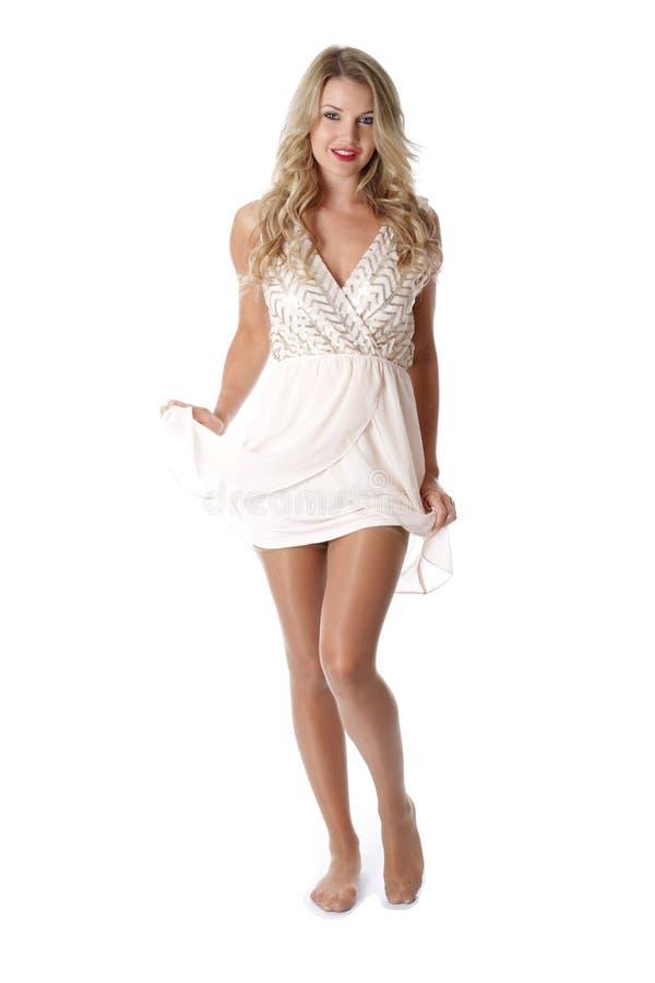 穿纯粹脆弱礼服的少妇 免版税图库摄影