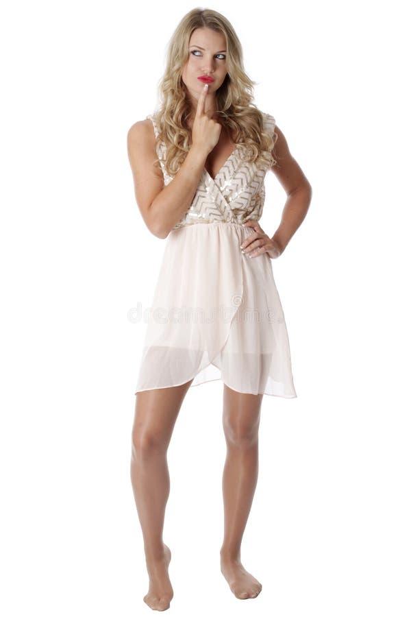 穿纯粹脆弱礼服的少妇 免版税库存图片