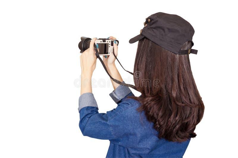 穿蓝色礼服的妇女旅客作为摄影师,采取照片wi 免版税库存图片