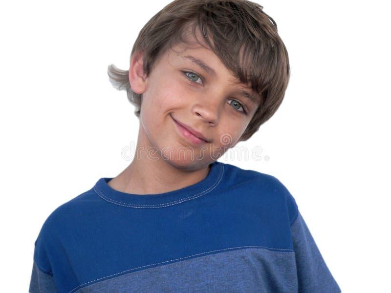 穿蓝衣的男孩逗人喜爱的衬衣t 免版税库存照片