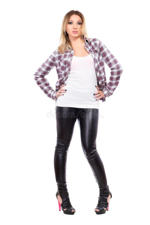 穿被检查的衬衣的少妇 免版税库存图片