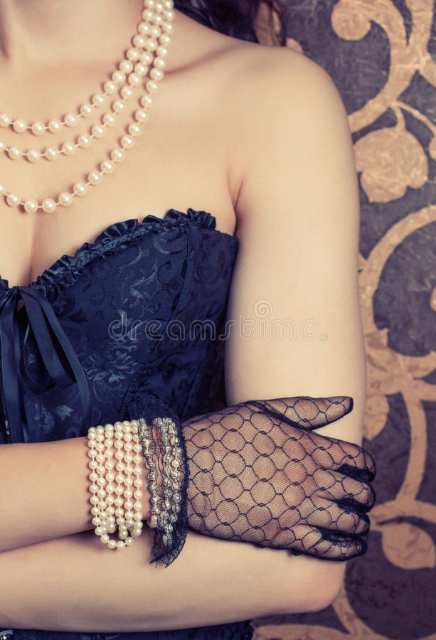 穿黑束腰的妇女 库存照片