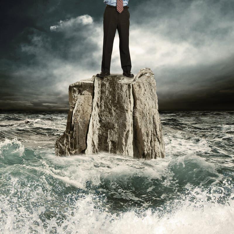 突出在岩石在海运 皇族释放例证