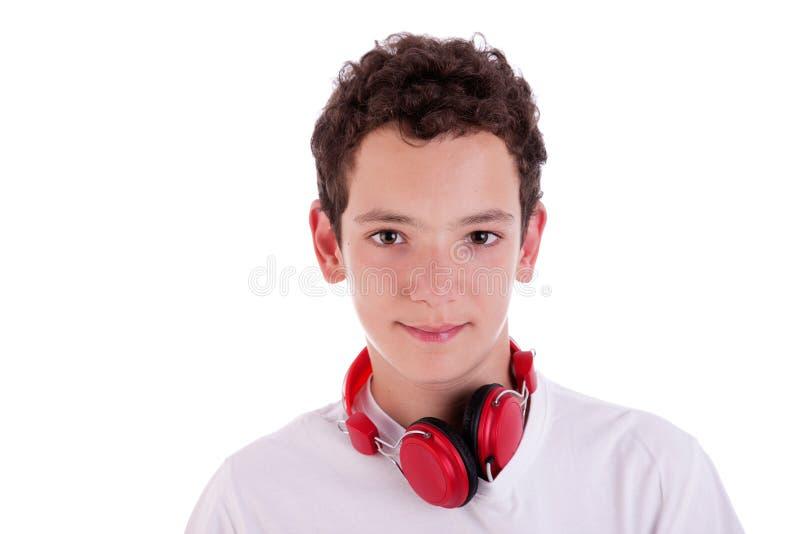 突出对年轻人的耳机听的人音乐 免版税库存图片