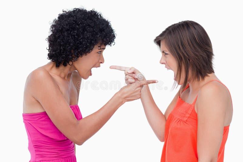 突出恼怒的十几岁的女孩面对面 免版税库存图片
